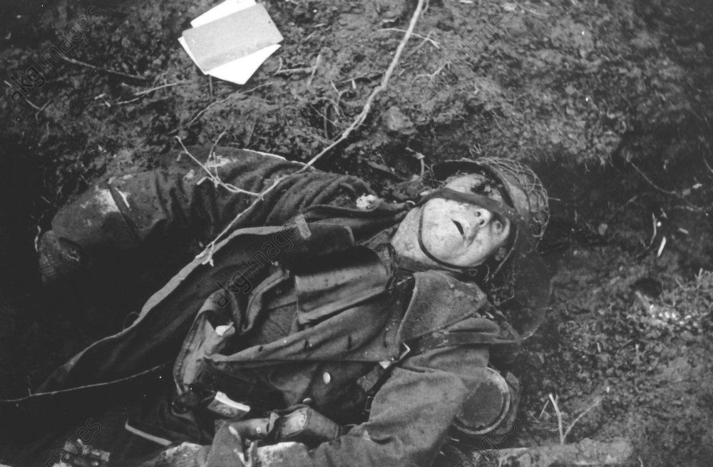 2.Wk./Schlacht an der Rur/Gefallener1944 - WW II./ Battle on the Rur / Dead soldier -