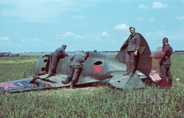 stock-photo-shot-down-russian-fighter-plane-polikarpov-monoplane-inspected-by-german-infantry-summer-1941-russia-8868.jpg
