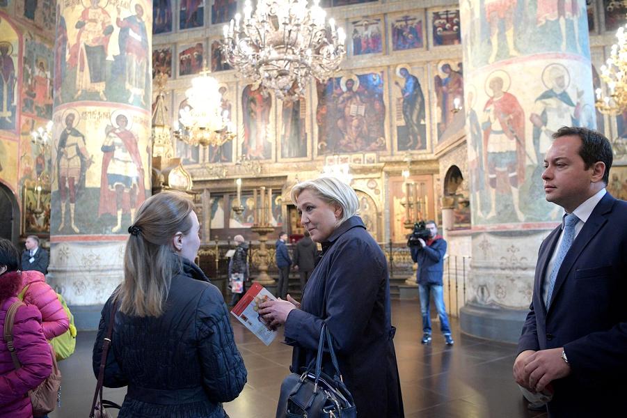 Марин Ле Пен в Кремле, выставка, 24.03.17.png