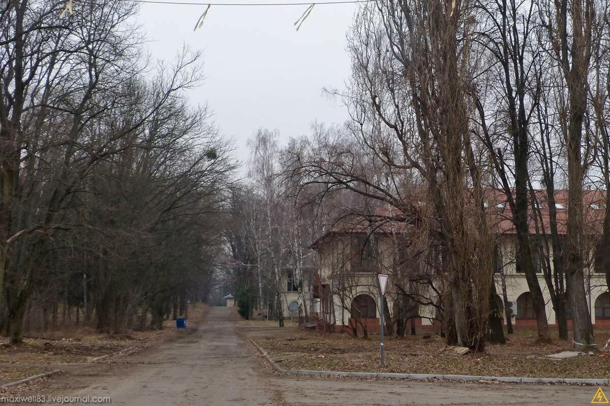 Заброшки Експоцентру України (частина 2): Кафе �Літо� і павільон-недобуд