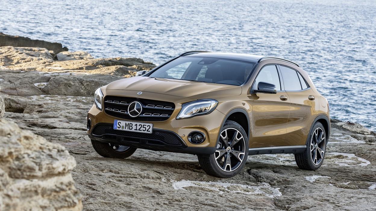 Benz презентовал вДетройте GLA иGLA 45