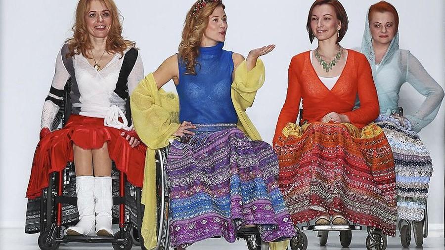 7. С 2011 г. проводится международный конкурс дизайна одежды для людей с особенностями строения фигу