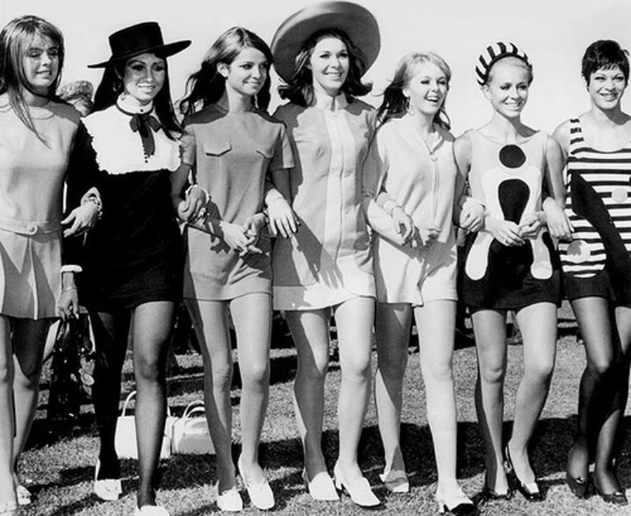 28. В Лондоне появилась на свет самая скандальная одежда шестидесятых — мини-юбка, символ эмансипаци