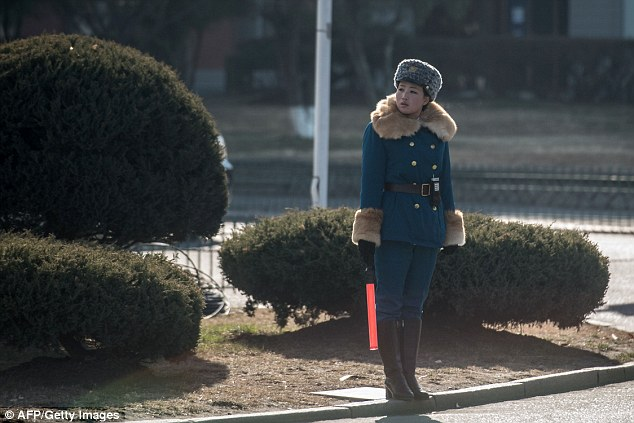 В Северной Корее существует своего рода культ обожания девушек-регулировщиц.