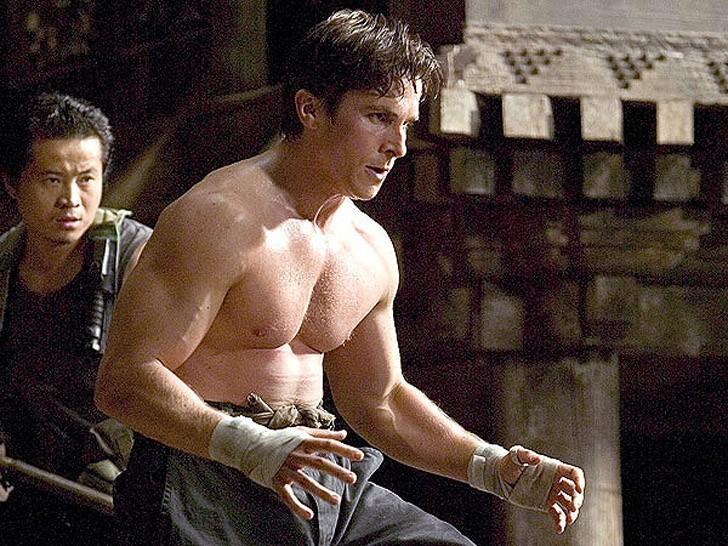 5. Бэтмен: Начало (2005) Перед актером встала задача набрать вес за короткий период для того, чтобы