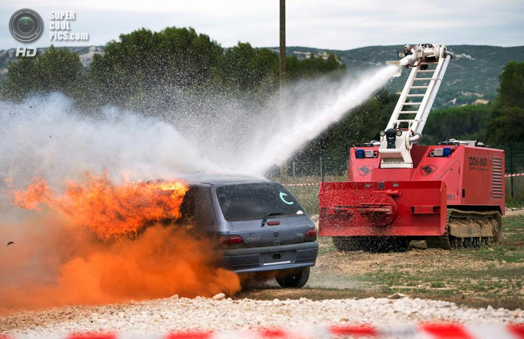 Франция. Вело, Буш-дю-Рон. 15 июля. Многофункциональная пожарная система MVF-5, разработанная ко
