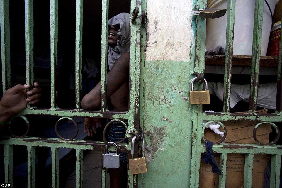 Около 80% находящихся здесь мужчин еще даже не были признаны виновными в каком-либо преступлении, им