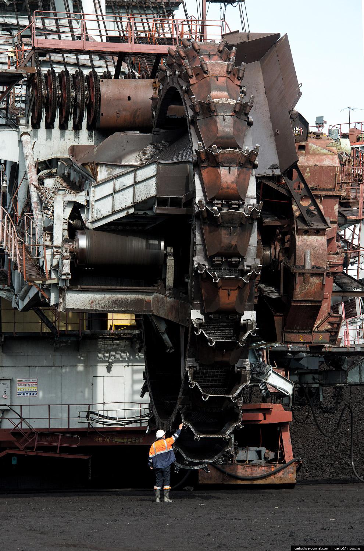 9. ЭРШРД-5250 копает на глубину 2.1 метра.
