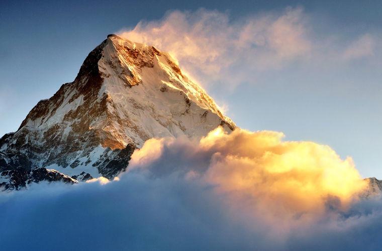 Самая высокая гора в мире ежегодно увеличивается на 4 мм. Забраться на вершину Эвереста — это