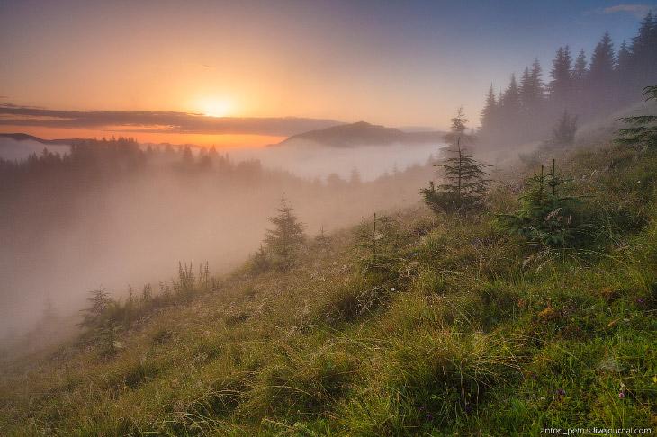 Фотографии и текст Антона Петруся   1. По дороге на верх из тумана выплывали предметы — забо