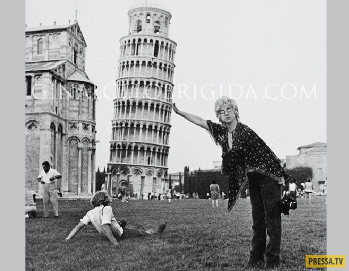 Джина Лоллобриджида поддерживает Пизанскую башню. А вот еще одно интересное фото, сделанное Джиной:
