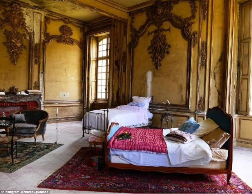 Строительство замка началось в 1741 году, он принадлежал маркизу Луи Гаспару де Салю, которого назыв
