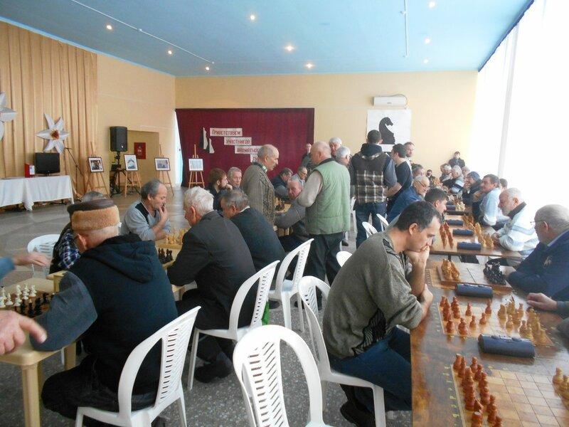Участники решают ... Шахматный турнир. Выселки. Декабрь 2016