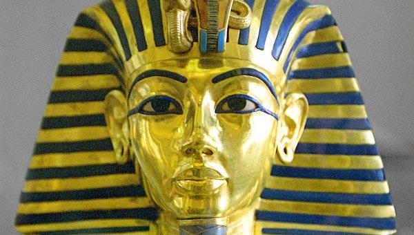 Borodu-na-maske-Tutanhamona-po.jpg