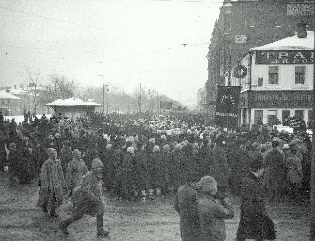 589392 Февраль 1917-го. Самотечная площадь.jpg