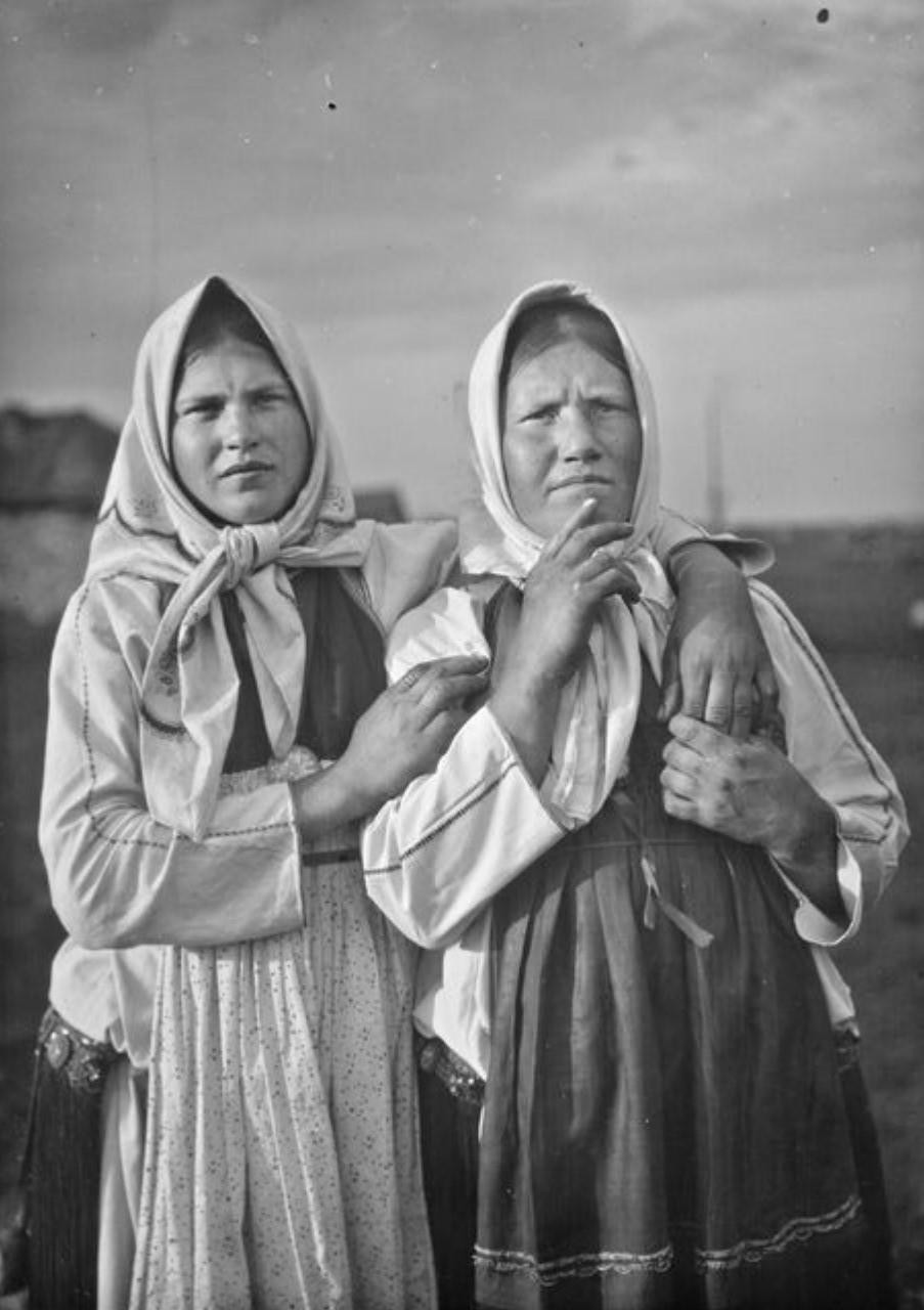 Две мордовские женщины