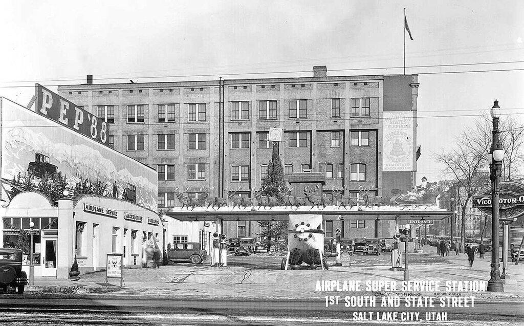 Airplane-service-gasoline-station-1929-3.jpg