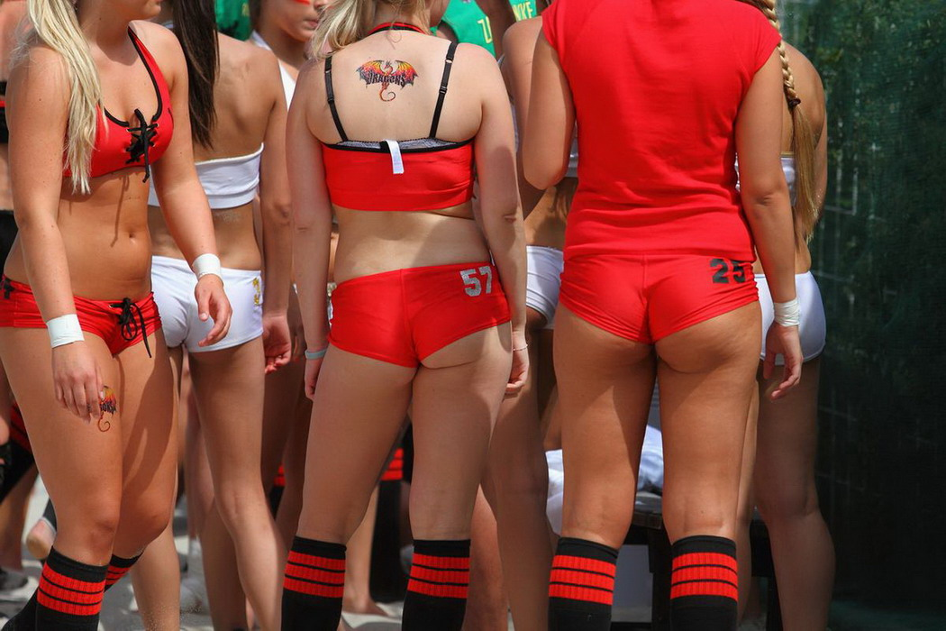 Сексуальный чемпионат по американскому футболу на пляже