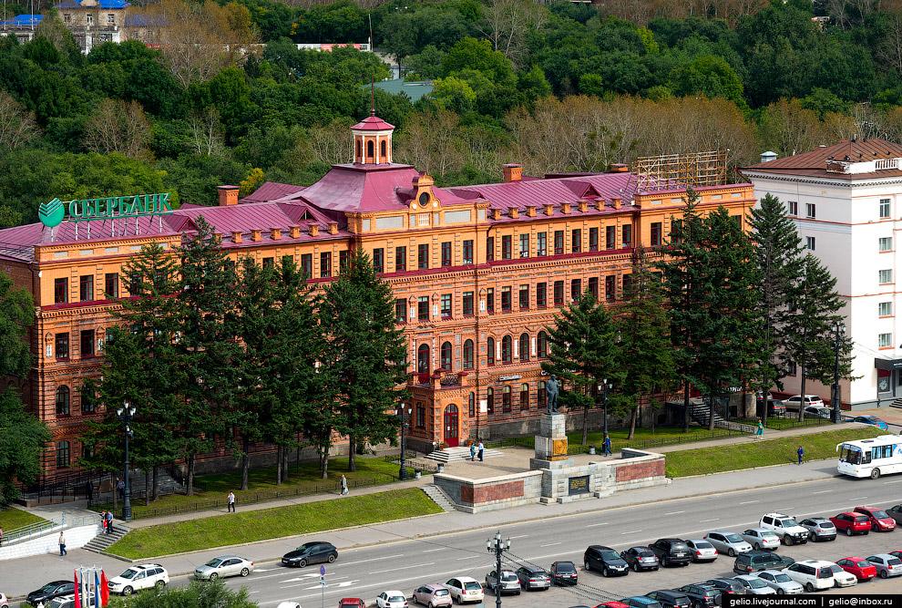 22. Железнодорожный вокзал Хабаровска принял первый поезд из Владивостока в 1897 году. Первое з
