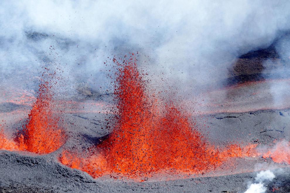 Что можно делать на вулкане? Покататься по склону, как вариант. Это действующий вулкан Серро-Не