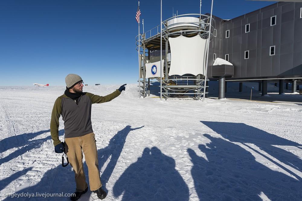 11. На полюсе во время нашего посещения было –25 градусов. Мы прилетели в полном обмундировании — тр