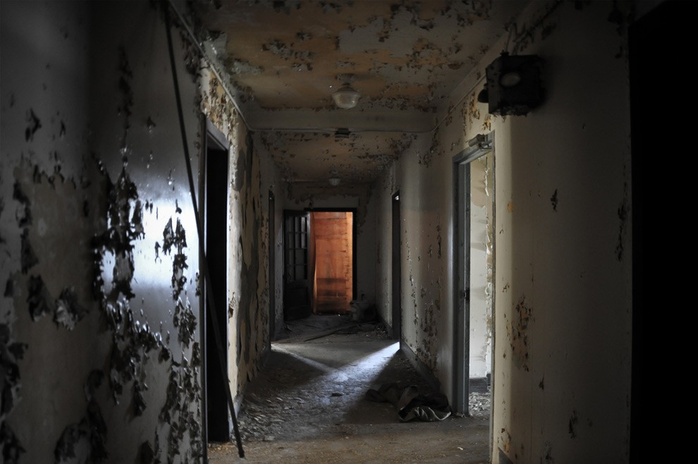5. В 70-е годы особняк был небольшим отелем и стал известен несколькими очень странными смертями.