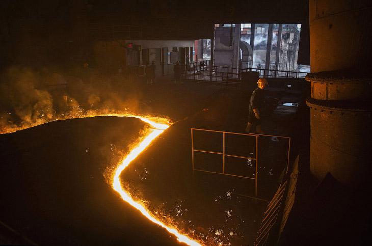 2. Производственной линия в Чанчжоу, Китай, 13 мая 2016. Горячекатаная сталь. Разновидность металлоп