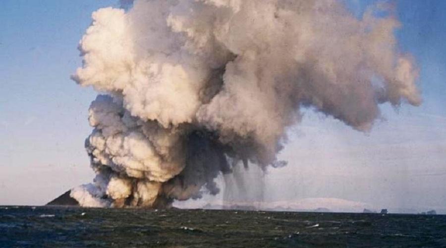Острова, согласно геологическим наблюдениям, формируются тысячи и тысячи лет. Но не этот остров. Сур
