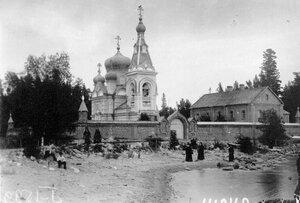 Монахи и схимник у Коневского скита.