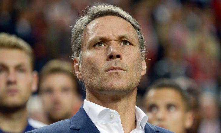 Ван Бастен анонсировал запрет игроков общаться сарбитром