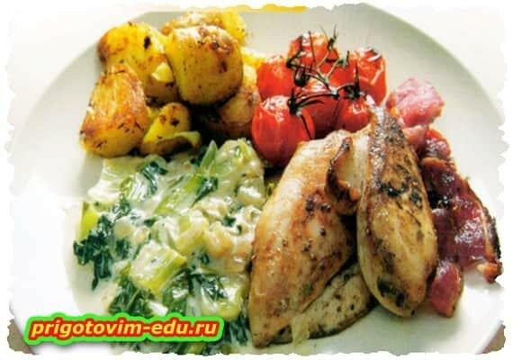 Курица, запечённая с картофелем и помидорами