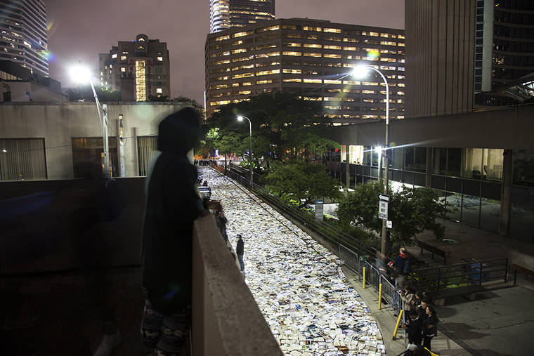 A river made of 10.000 books in Toronto