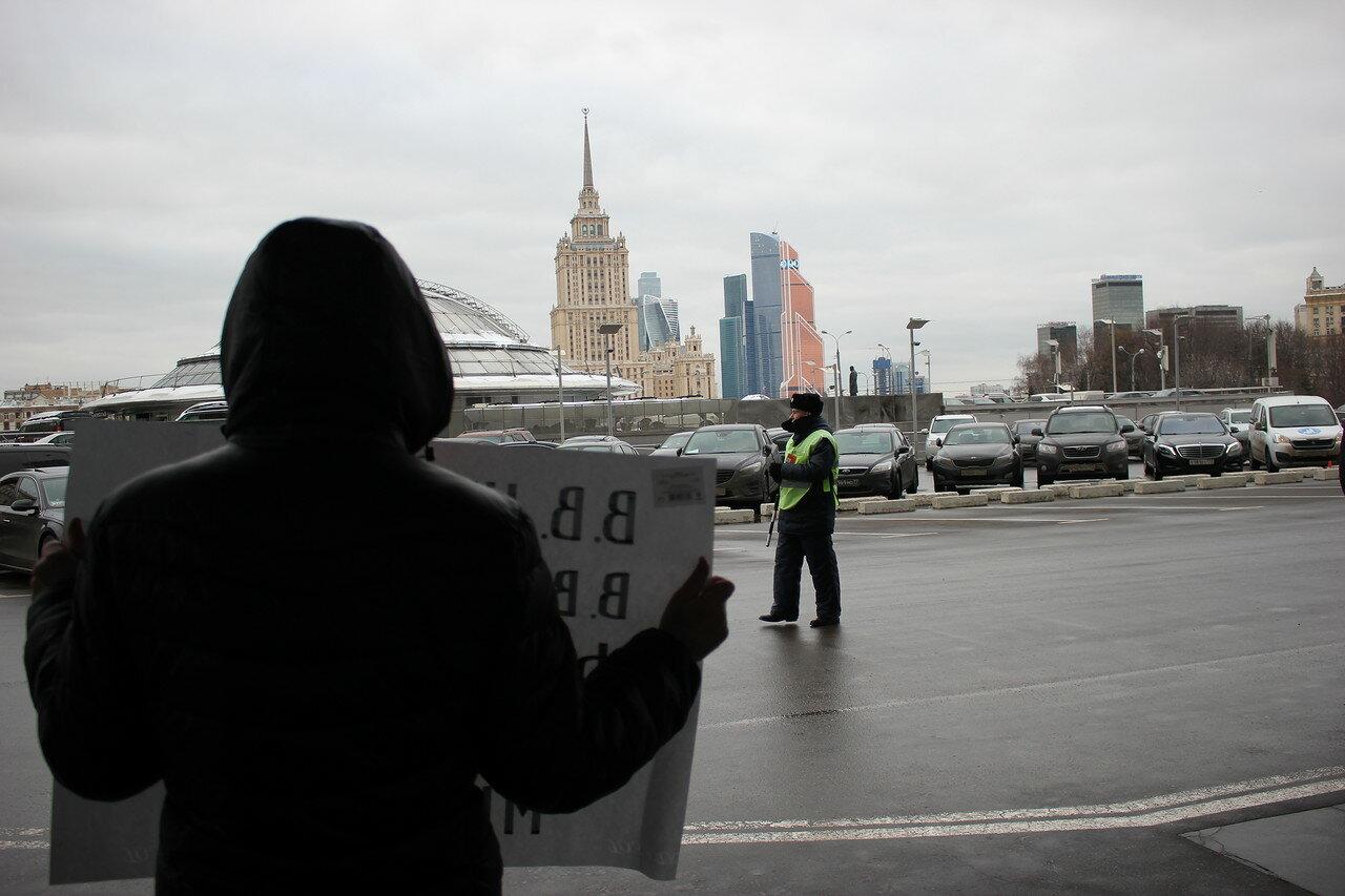 Активисты провели одиночные пикеты