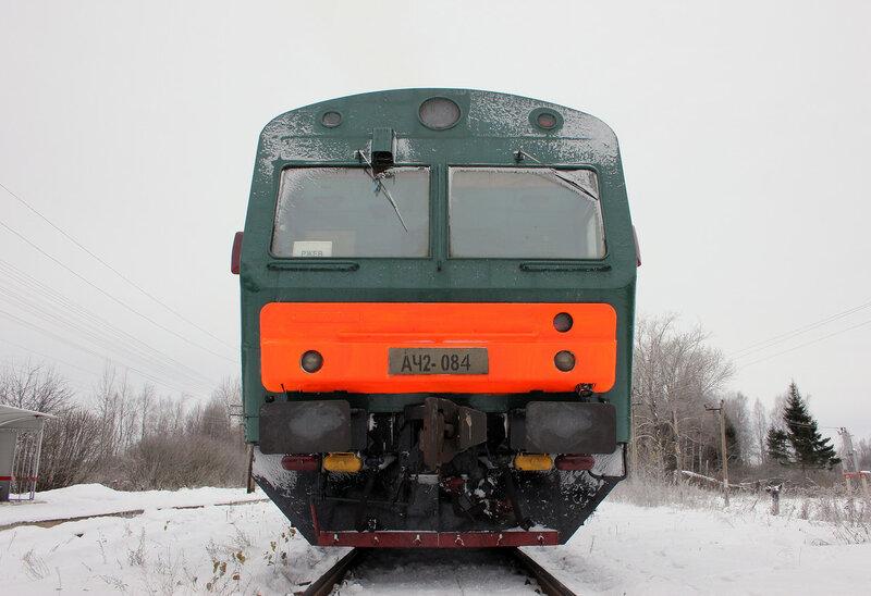 АЧ2-084 рейсом 6432 Вязьма - Ржев-Балтийский на станции Рождествено от уровня рельс