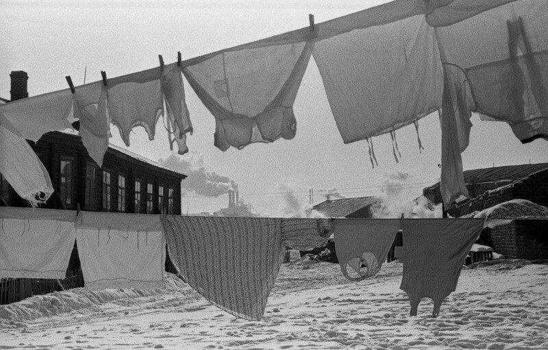 419242 У бараков на Павелецкой набережной зимним днём. Сушка белья 1950-е.jpg