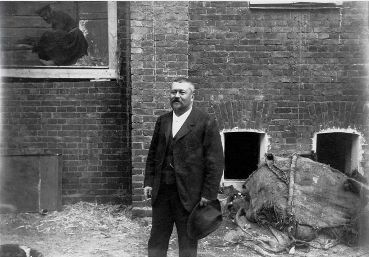 1901. Предприниматель и меценат Савва Морозов на строительстве здания Московского Художественного театра