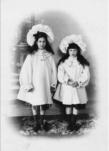 1903. Дети Саввы Морозова - Мария и Люлюта