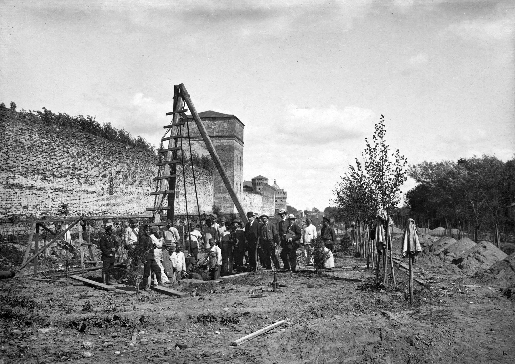 Строительные работы для установки бюста М.И. Кутузова на Бульваре памяти 1812 года. 1912