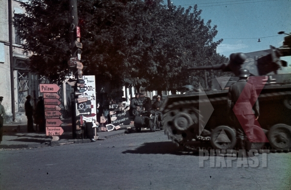 stock-photo-german-panzer-mark-3-tank-road-signs-motorbike-field-police-ukraine-town-1943-9th-panzer-division-12309.jpg
