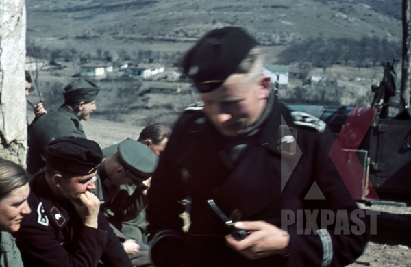 stock-photo-panzer-officer-smoking-pipe-staff-meeting-don-rostow-july-1942-22nd-panzer-division-pkw-horch-901-11691.jpg