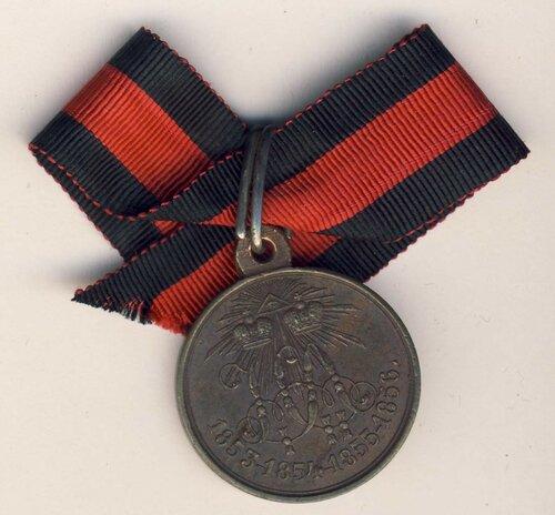 Медаль в память Восточной войны на Аладимирской ленте.jpg