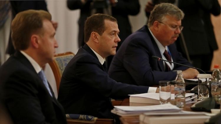 Игорь Сечин вступился забанк РПЦ