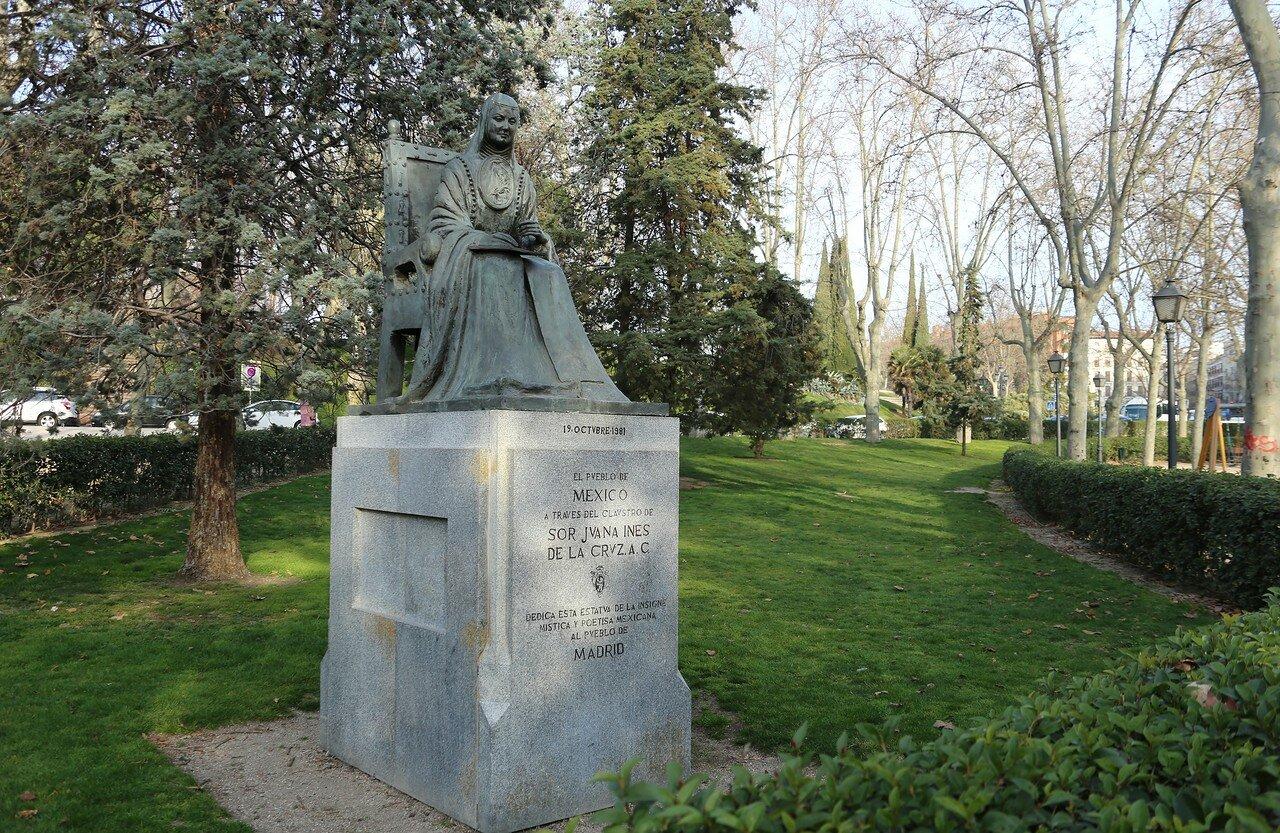 Мадрид. Западный парк (Parque del Oeste). Памятник Сестре Хуане Инес де ла Крус