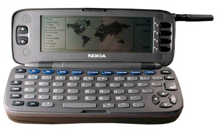 Nokia 9110 Communicator (1996) Внешне Nokia Communicator выглядел ничем не отличимым от обычного тел