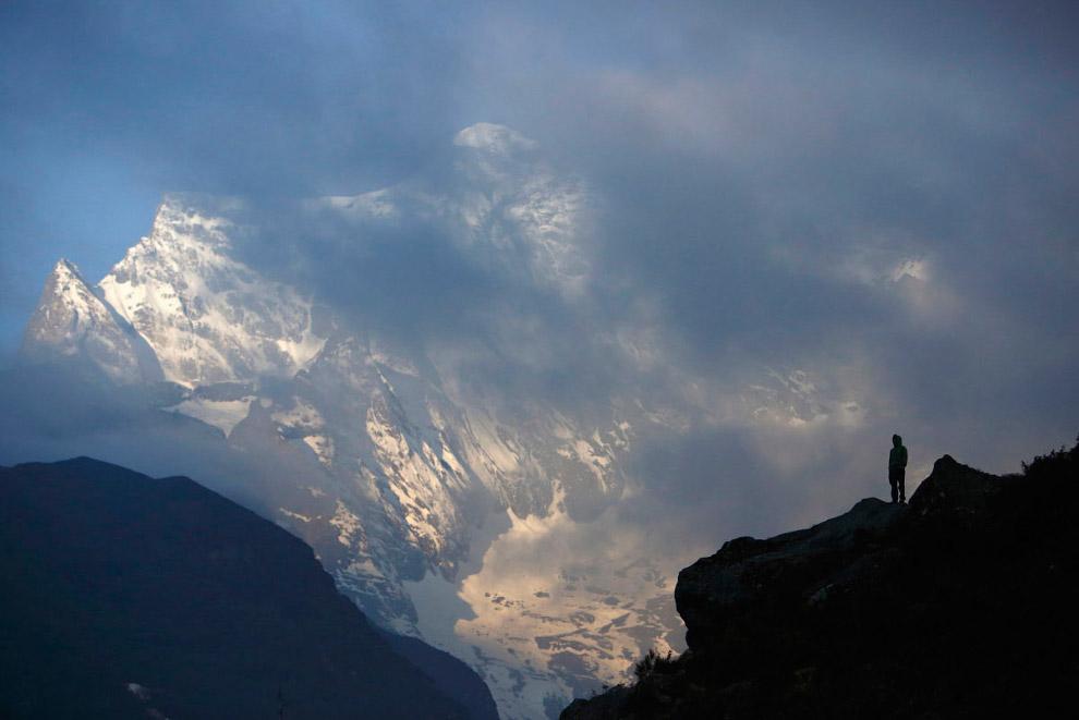 14. Ама-Даблам — вершина в Гималаях, высота главного пика — 6 814 м, нижнего пика — 5 563 м. Ра