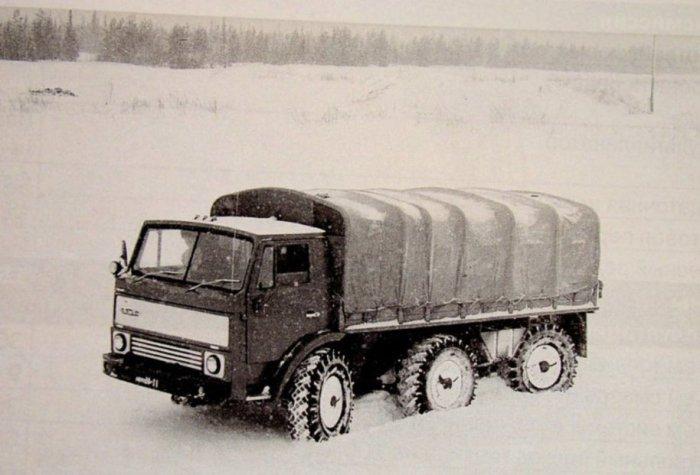 ЗИЛ-132Р на снегу.