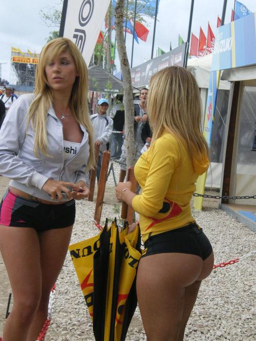 Девушки с большими попами