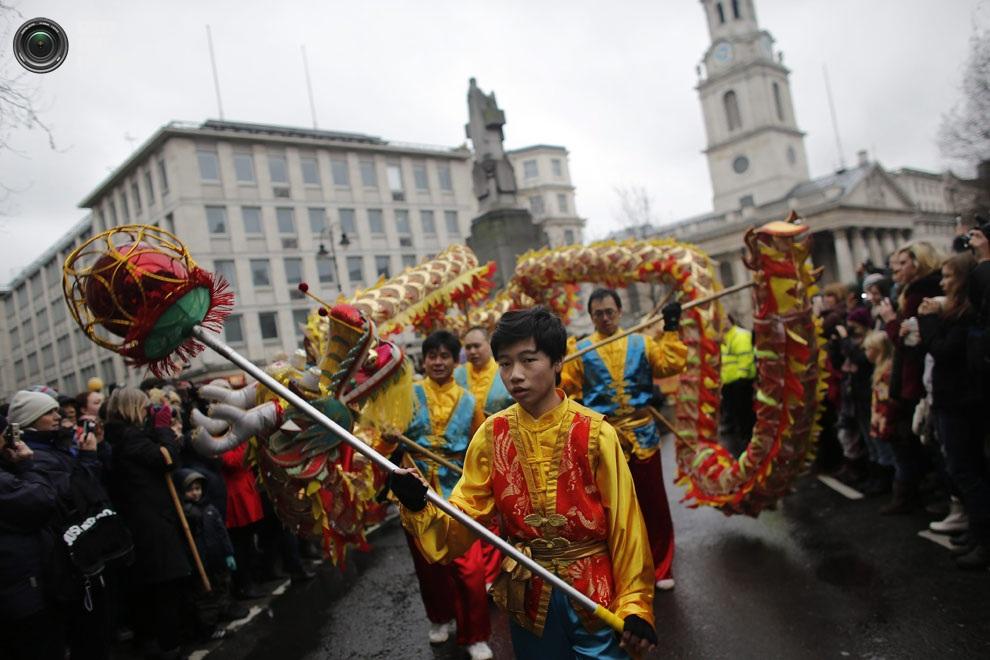 Новогоднее шествие в центре Лондона, Англия. (EPA/TAL COHEN)