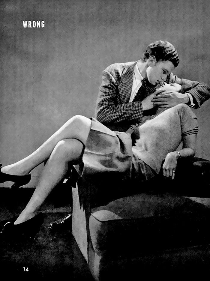 «Правильно: девушка должна сидеть на ручке кресла, а молодой человек легко, но решительно поддержива