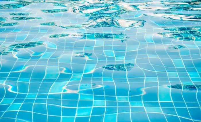 За всю жизнь человек производит достаточно слюны, чтобы наполнить два бассейна В среднем за свою жиз